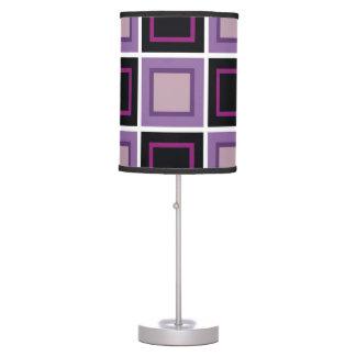 púrpura de color de malva del fondo del cuadrado a lámpara de mesilla de noche
