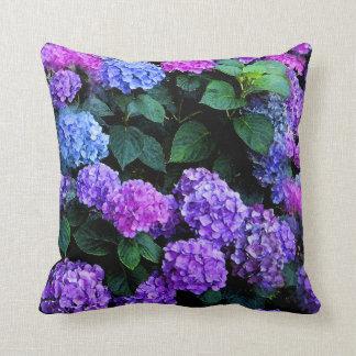 Púrpura de la acuarela de los Hydrangeas Cojín