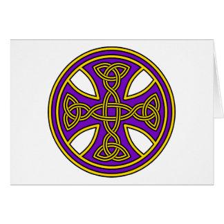 Púrpura de la armadura del doble de la cruz céltic tarjeta de felicitación