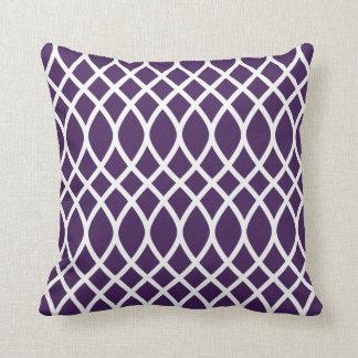 Púrpura de la berenjena de la almohada el del mo