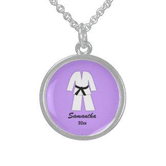 Púrpura de la correa negra del karate del collares de plata esterlina