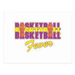 púrpura de la fiebre del baloncesto y diseño del tarjeta postal