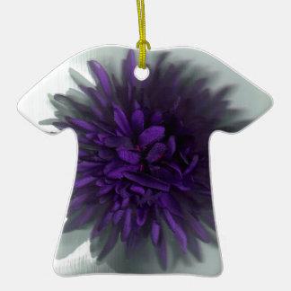 púrpura de la flor adorno de cerámica en forma de playera