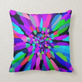 Púrpura de la flor del confeti almohada