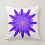 Púrpura de la floración almohadas