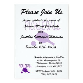 """púrpura de la paleta y de la bola del pickleball w invitación 5"""" x 7"""""""