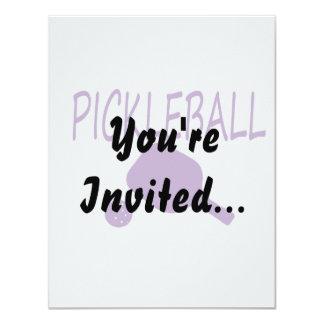 """púrpura de la paleta y de la bola del pickleball w invitación 4.25"""" x 5.5"""""""