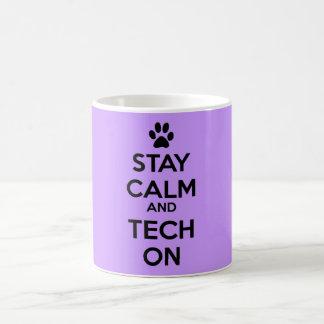 púrpura de la taza de la calma de la estancia de