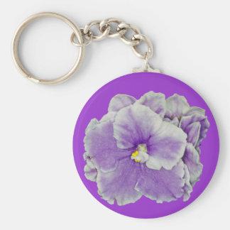 Púrpura de la violeta africana llavero redondo tipo pin