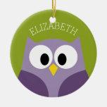 Púrpura del búho del dibujo animado y nombre adorno navideño redondo de cerámica