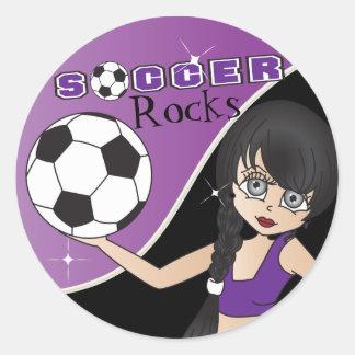 Púrpura del chica de la diva del fútbol pegatina redonda