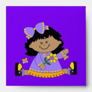 Púrpura del chica del sobre