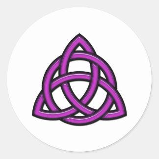 Púrpura del círculo de Triquetra Pegatina Redonda