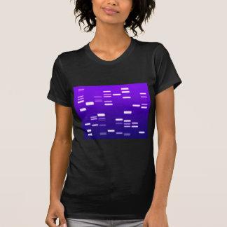 Púrpura del código genético de la DNA Camisetas