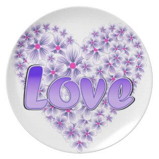 Púrpura del corazón de la margarita del amor plato de comida