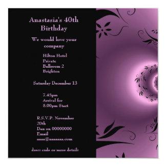 Púrpura del cumpleaños de la invitación con polar