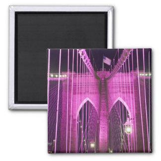 Púrpura del Lit del puente de Brooklyn Imán Cuadrado