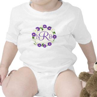 Púrpura del monograma de la guirnalda de la flor trajes de bebé