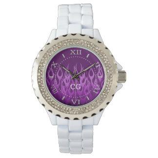 Púrpura del monograma que compite con las llamas relojes de mano