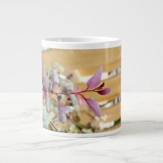 púrpura del rosa de la planta del moutain de la ni taza de café grande