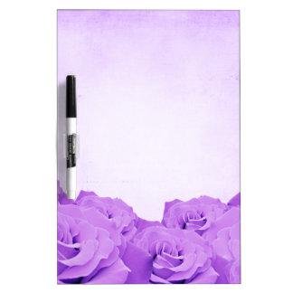 Púrpura del vintage subió tableros blancos