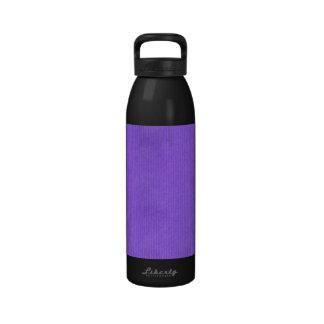Púrpura detallada explorada de la textura del pape botella de beber