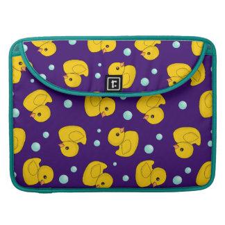 Púrpura Ducky de goma del diseño Funda Para Macbooks