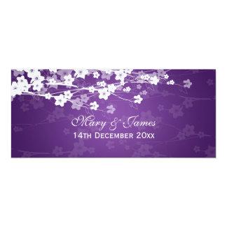 """Púrpura elegante de la flor de cerezo del boda invitación 4"""" x 9.25"""""""