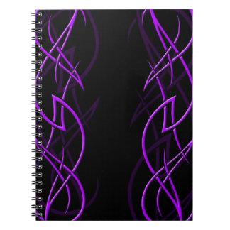 """Púrpura en el cuaderno negro de la """"elegancia"""""""