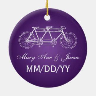 Púrpura en tándem de la bici del favor elegante adorno navideño redondo de cerámica