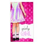 Púrpura enrrollada de la muñeca femenina del chica tarjetas de visita
