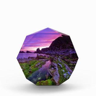 Púrpura escarpada de la salida del sol