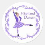 Púrpura escocesa de Knotwork del Celtic del bailar Pegatina Redonda