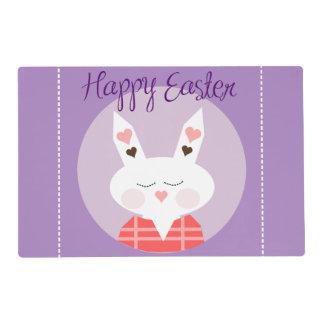 Púrpura feliz del conejito de pascua salvamanteles
