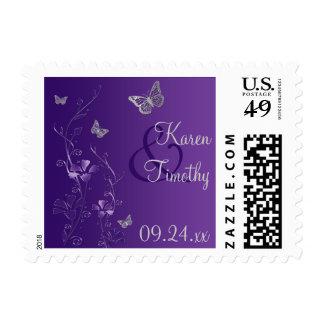 Púrpura, floral gris, mariposas que casan franqueo