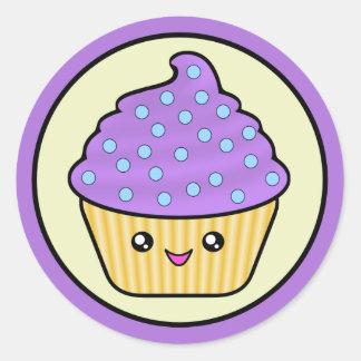 Púrpura Kawaii de la torta de Cuppy Pegatina Redonda