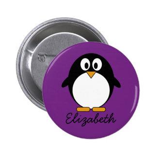 púrpura linda del pingüino del dibujo animado pin redondo de 2 pulgadas