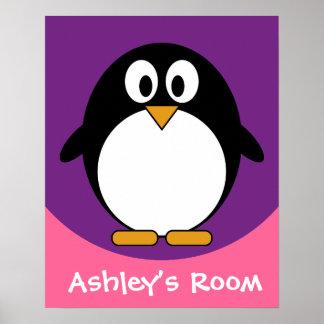 púrpura linda del pingüino del dibujo animado póster