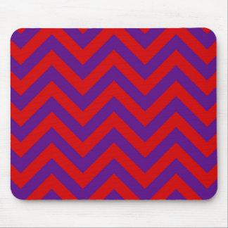 Púrpura, modelo de zigzag grande rojo de Chevron Tapete De Ratones