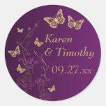 Púrpura, oro floral con el pegatina de las maripos