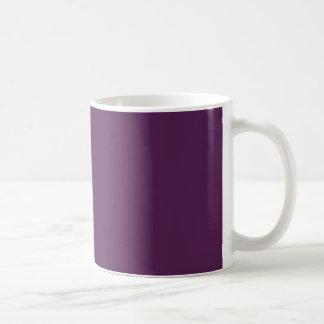 Púrpura oscura taza básica blanca
