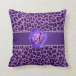 Púrpura púrpura del leopardo del monograma subió almohada