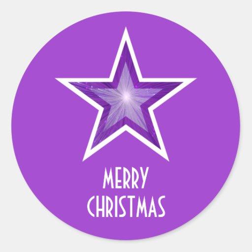 "'Púrpura redonda púrpura de las Felices Navidad"" d Pegatina Redonda"
