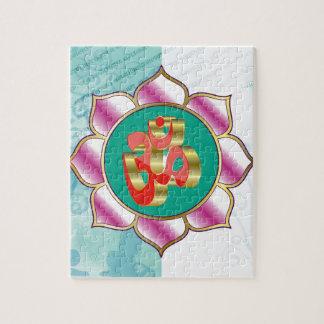 Púrpura roja de la mandala de la yoga de OM Lotus Puzzle
