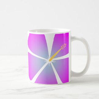Púrpura/rosa e hibisco tropical azul florezca la taza básica blanca