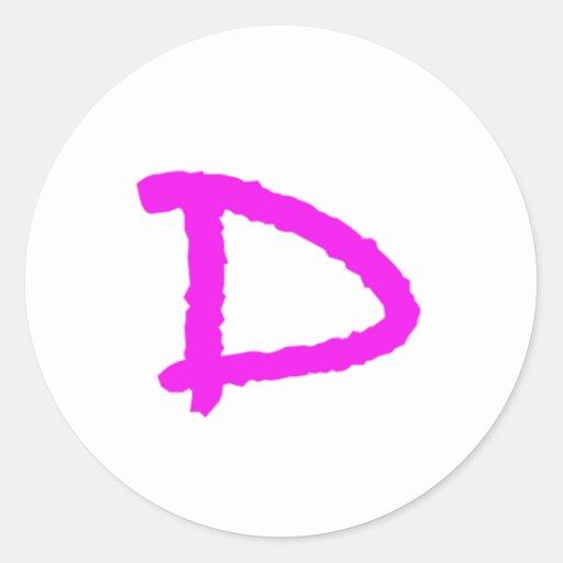 púrpura rosada de la letra D Pegatina Redonda