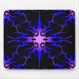 Púrpura tribal y azul del tatuaje de las llamas alfombrillas de raton
