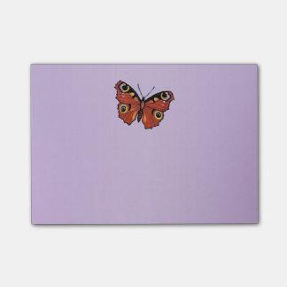 Púrpura viva bonita de la mariposa de monarca notas post-it
