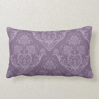 Púrpura y almohada del estampado de flores del
