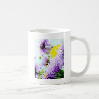 púrpura y amarillo tazas de café